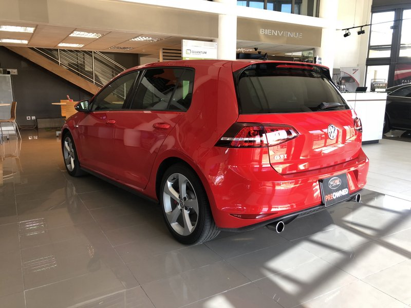 Volkswagen Golf GTI 11