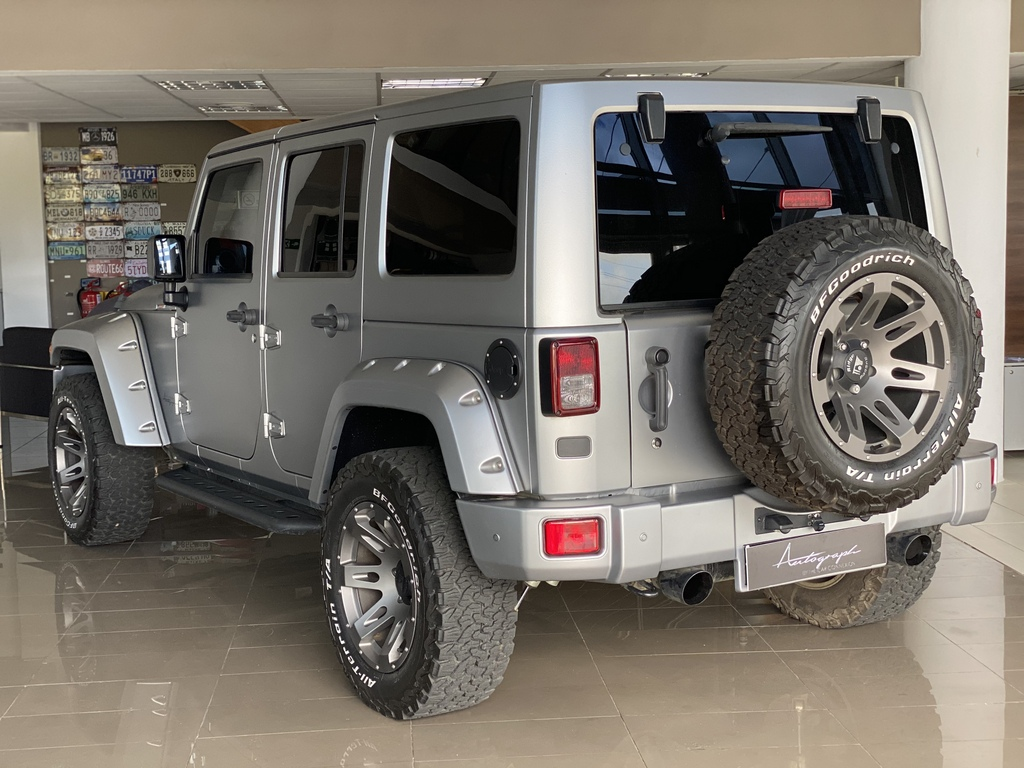 Jeep Wrangler by Autograph 24